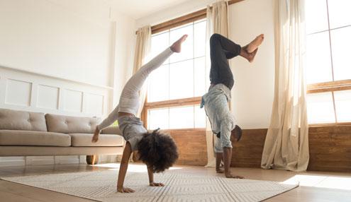 Makkelijke en creatieve beweegspelletjes voor in huis